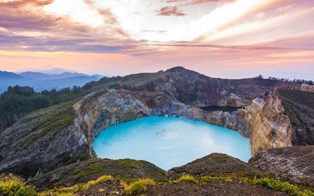Wspaniały piękny poranny widok na jezioro Mount Kelimutu, Ende, wyspa Flores, Indonezja