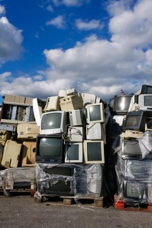 usunięta: Nowoczesne odpadów elektronicznych do recyklingu lub bezpiecznego usunięcia, loga i nazwy marek zostały usunięte. Doskonały do recyklingu i tematów środowiskowych.