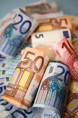Zengin renk ve aydınlatma Euro para. Finans, iş ve ekonomi temalar için harika. Stock Photo