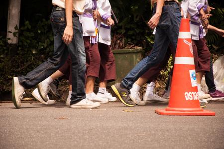 Chiang Mai, Thailand - September 12, 2015: student from Chiang Mai university CMU   walk to Doi suthep in Freshmen Welcoming Ceremony of CMU at Doi suthep temple on September 12, 2015 in Chiang Mai, Thailand. Imagens - 54989059