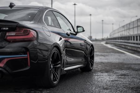 ロシア、モスクワ - 2016 年 9 月 24 日。パフォーマンス パック、フロント サイド ビュー スポーツ車を BMW m 2
