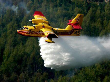 bombero de rojo: Canadair para liberar