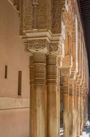 Columns in Alhambra Palace in Spain 版權商用圖片 - 67911856