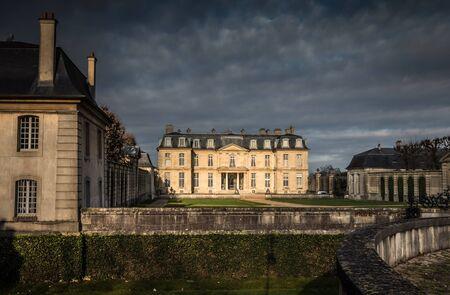 vaux: Chateau du Champs Sur Marne in Paris