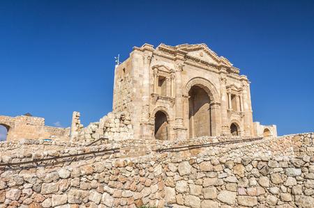 Gate of Jerash Roman Ruins in Jordan 免版税图像