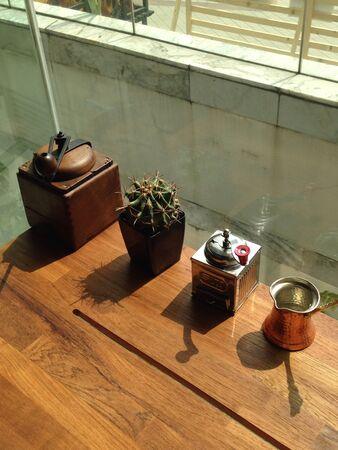 młynek do kawy: Decorate by coffee grinder.