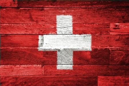 zwitserland vlag: zwitserland vlag geschilderd op oud hout achtergrond Stockfoto