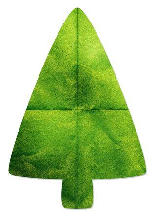 paper craft: Árbol verde hecho por arte de papel reciclado en el fondo blanco