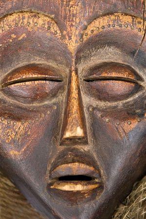 arte africano: La m�scara africana antigua de Handmade, contiene las trayectorias del truncamiento, tribu de Ndebele, Bulawayo, Zimbabwe Foto de archivo