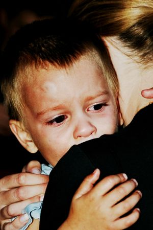 child crying: Child crying in the arms of the mother, big bruise on his forehead, dramatic version of the file