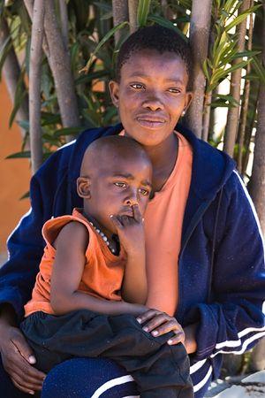 単一の親アフリカの母と子の肖像画。ボツワナ、アフリカ。 写真素材