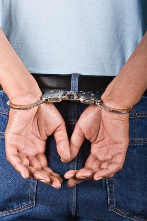男は、後ろに手錠をかけられ手でそれを使用セキュリティの概念 写真素材