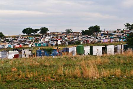 definitive: Las partes del ghetto en Soweto, una herencia del apartheid surafricano se pueden todav�a considerar actualmente, un definitivo no para los turistas