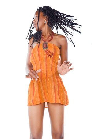 dreadlocks: Rasta mujer con vestido naranja bailando reggae Foto de archivo