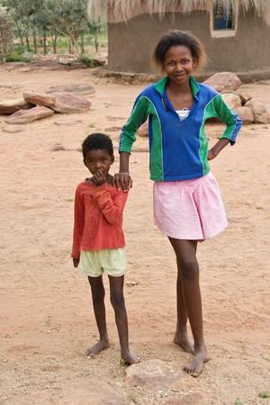 megfosztott: African brother and sister deprived children in a village near Kalahari Desert Stock fotó