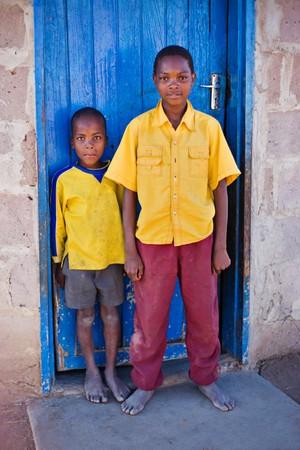megfosztott: african family, two brothers, living  in a very poor village near Kalahari desert Stock fotó