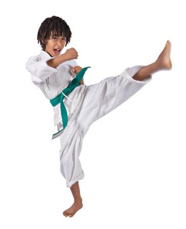 defensa personal: African American ni�o traje de karate en la formaci�n Foto de archivo