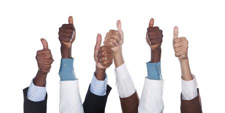 razas de personas: grupo empresarial manos de raza mixta, hisp�nicas, americanos cauc�sicos, africano, aislados en blanco