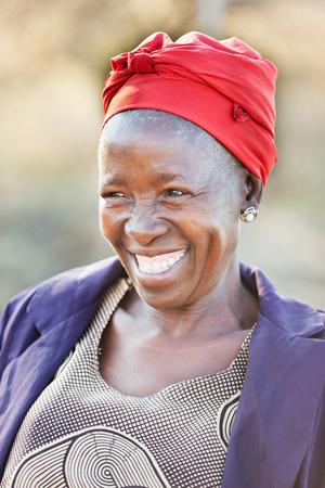 Afrikanische Frau des älteren Bürgers in ihr 70 mit einem glücklichen Gesicht Standard-Bild