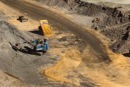 An open pit diamond mine in Botswana with heavy machinery on site. Imagens