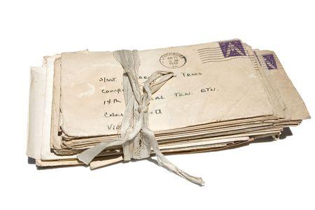 een stapel oude brieven