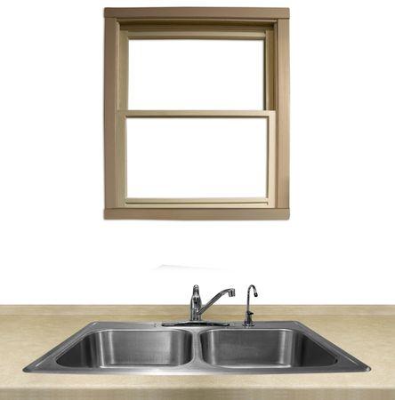 een raam met uitzicht op een aanrecht op een witte achtergrond Stockfoto