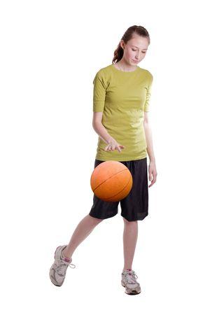 baloncesto chica: niña de edad adolescente aislado goteo de una pelota de baloncesto Foto de archivo