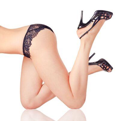 culo: Mujer piernas aisladas sobre fondo blanco