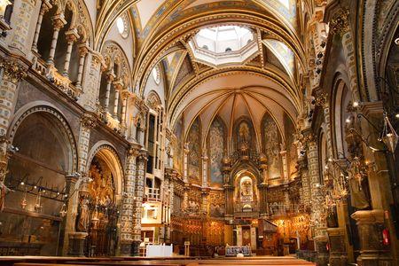 Basilique au monast�re Montserrat, un bel spectaculaire du haut haut Abbaye b�n�dictine dans les montagnes pr�s de Catalogne, Barcelone.  Banque d'images