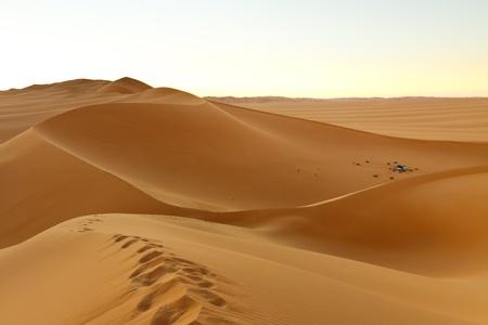 Camping dans les Dunes de la mer de sable Awbari, d�sert du Sahara, Libye Banque d'images