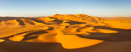 sahara: Desert Panorama - Endless sand dunes at sunset - Murzuq Desert, Sahara, Libya Stock Photo