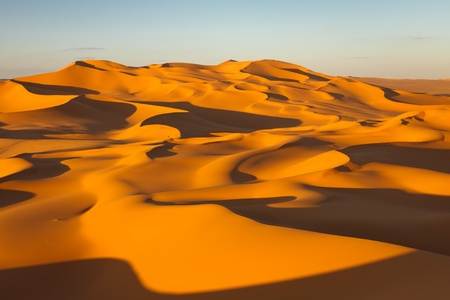 sahara desert: Endless sand dunes at sunset - Murzuq Desert, Sahara, Libya Stock Photo