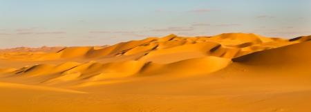 desierto del sahara: Sahara Desert Panorama - Dunas de arena en Libia