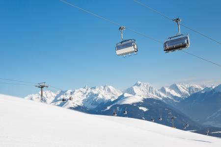 Impianto di risalita della stazione sciistica delle Alpi, Alto Adige, Italia.