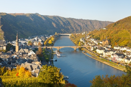 moseltal: Cochem on the Moselle River (Mosel), Germany, on a sunny autumn day. Stock Photo