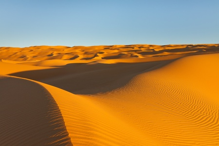 desierto del sahara: Endless Awbari Sand Sea at Sunset, Desierto del Sáhara, Libia