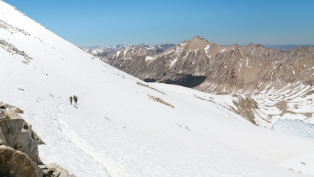 Sierra Nevada Adventure - Hikers descending from a Mountain Pass in Kings Canyon National Park. Stock Photo - 17335898
