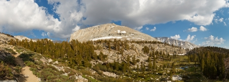 john muir wilderness: High Sierra Panorama - Paisaje alpino al oeste de Mount Whitney, California, EE.UU. Foto de archivo