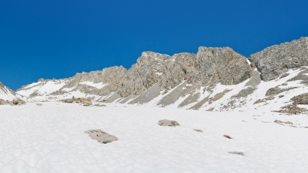 pct: Sierra Nevada Snow Scenery. Endless snowfields leading up to the rugged Forester Pass, California, USA. Stock Photo