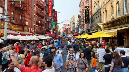NEW YORK - 3 septembre: Little Italy le 3 Septembre 2011 à Manhattan, New York. Ce quartier italien est célèbre pour ses restaurants et fête annuelle de Saint Genarro. Éditoriale