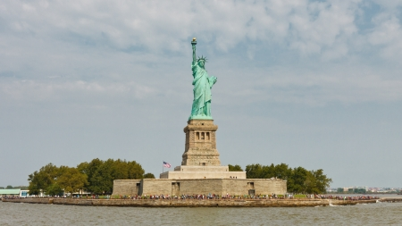 liberty island: Liberty Island and the Statue of Liberty, New York