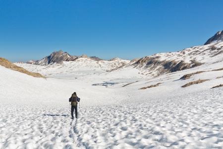 john muir wilderness: Senderismo en el impresionante paisaje alpino en Sierra Nevada, California, EE.UU.