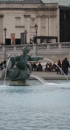 London: Trafalgar Square Fountain