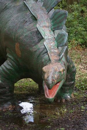 stegosaurus: Un Stegosaurus salvaje - dinosaurio extinto
