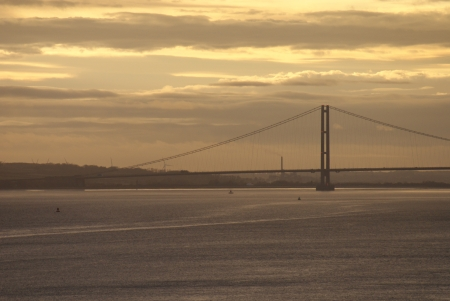 yorkshire and humber: The Humber Bridge over The River Humber - Yorkshire Stock Photo