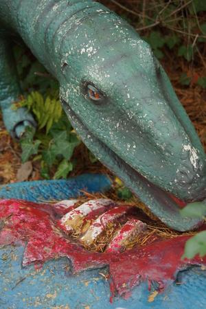 carcass: Een Coelophysis het eten van een dode Scelidosaurus karkas