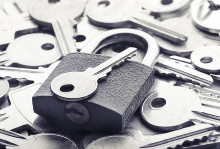 right way: Choosing the right key for solving a problem
