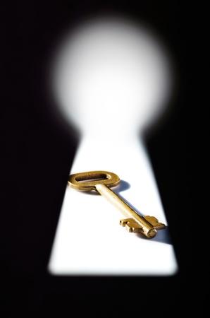 Paradoks: Kluczem widziana przez dziurkę od klucza