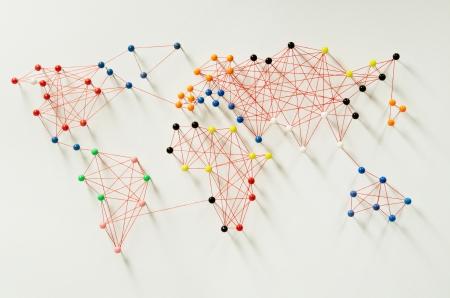 paz mundial: Varias conexiones que impliquen un mapa del mundo Foto de archivo