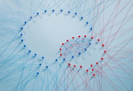 interaccion social: Muchos hilos que forman dos con forma de burbuja